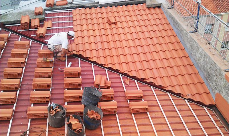 Tejados planos tejados y fachadas singulares for Tejados de madera y teja